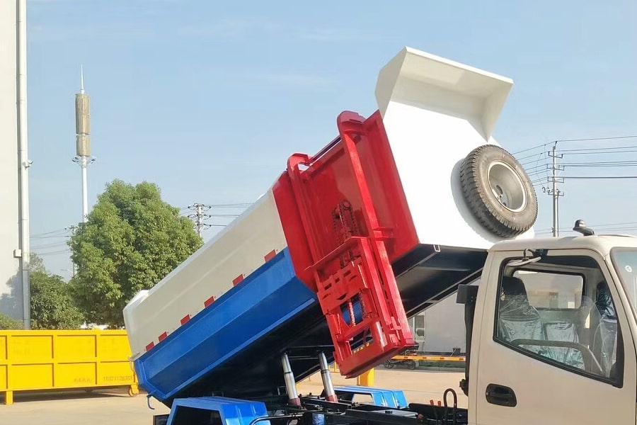 凯马4方挂桶垃圾车箱体图片