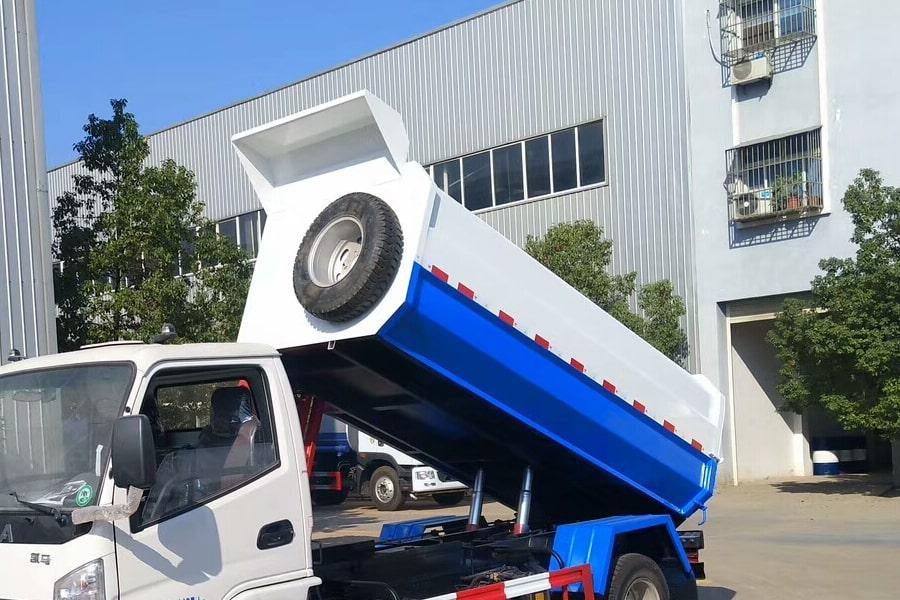 凯马4方挂桶垃圾车箱体图片1