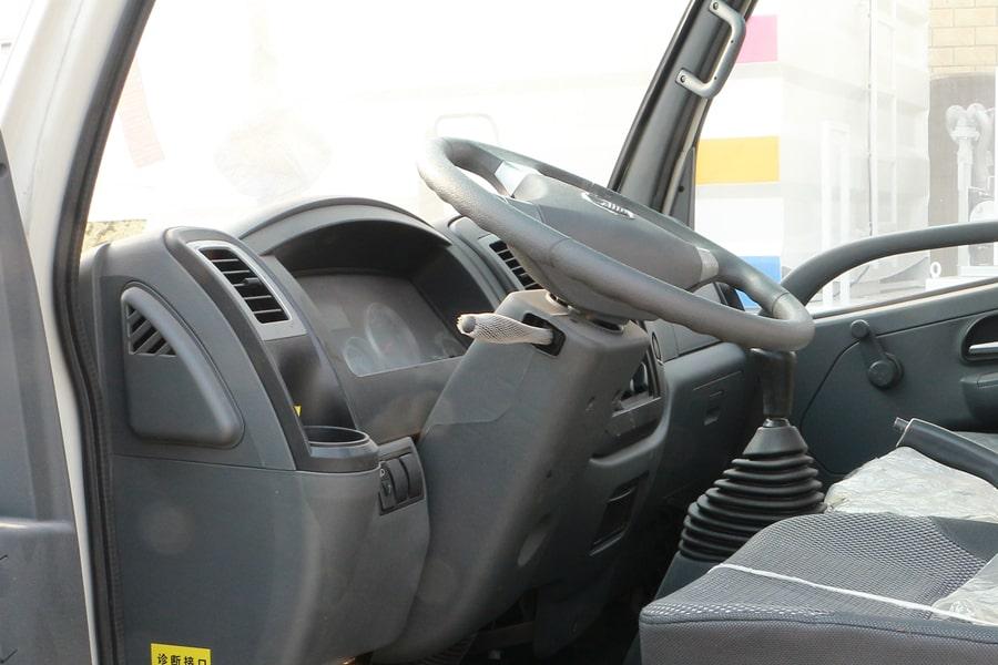 凯马4方挂桶垃圾车驾驶室图片