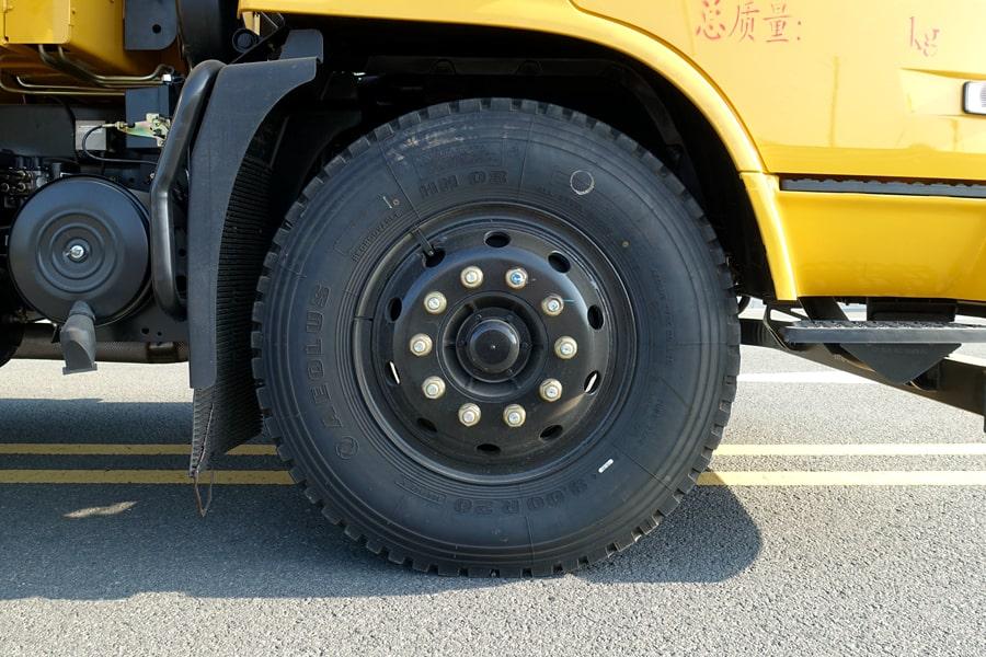 天锦带吊平板清障车轮胎图片