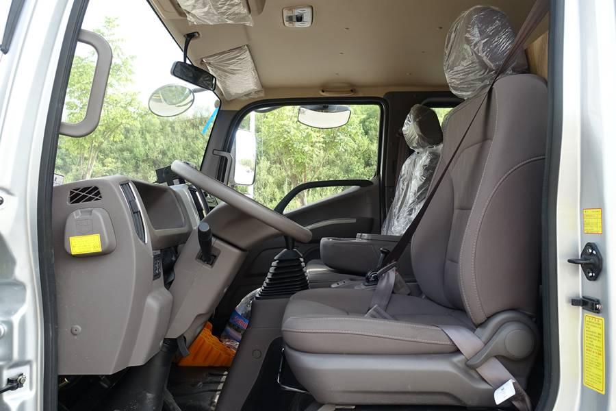 欧马可5.1/5.6/6米冷藏车驾驶室内图片