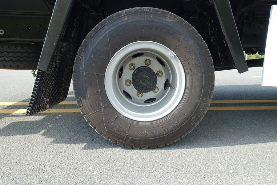 欧马可5.1/5.6/6米冷藏车8.25钢丝胎图片