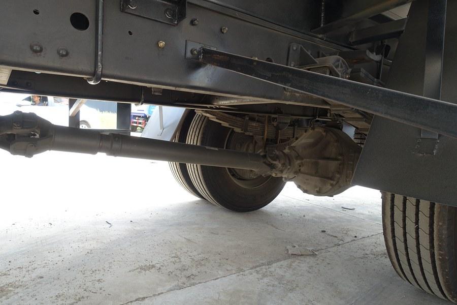 解放J6-6.8/7.5米冷藏车传动轴图片