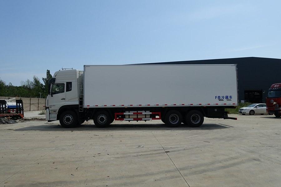 东风天龙LV9.6米冷藏车正侧图片