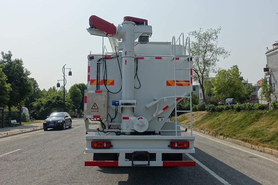 东风15吨散装饲料车后侧视角