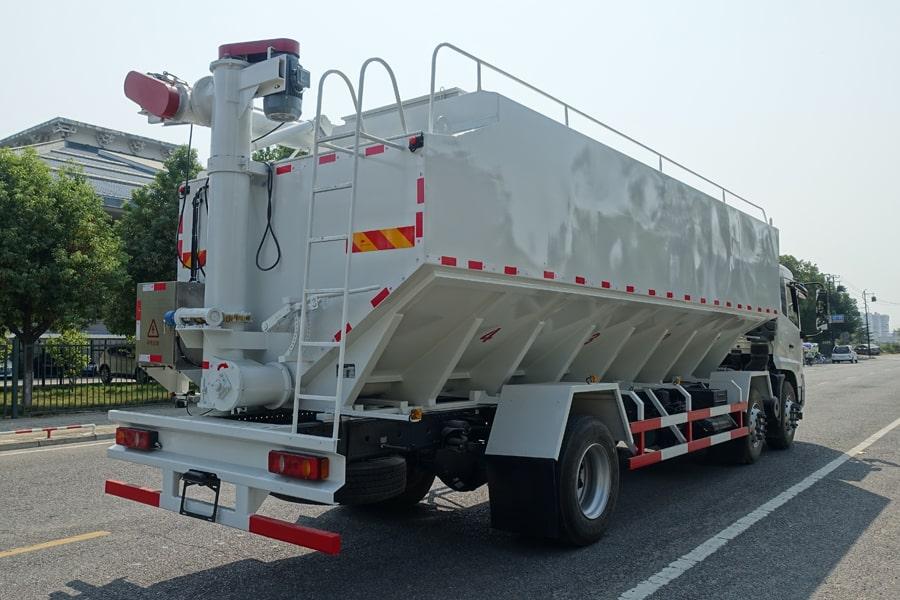 东风15吨散装饲料车右后侧45°视角