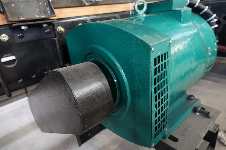 东风15吨散装饲料车发电机