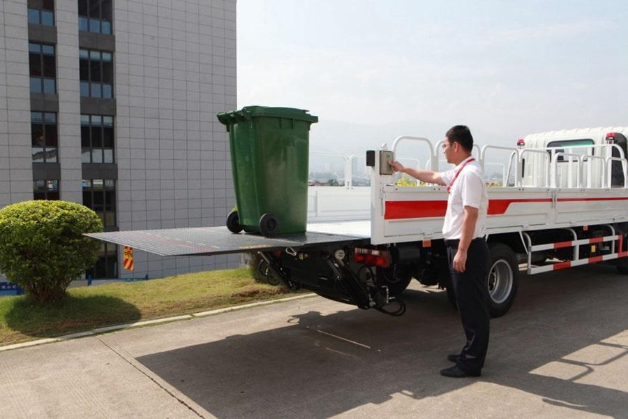 国六跃进桶装垃圾运输车上装图片