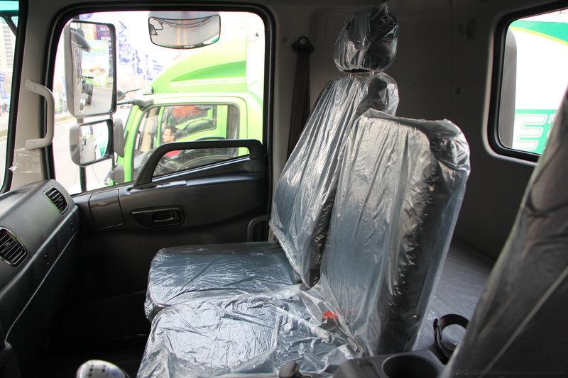 陕汽15吨散装饲料车座椅
