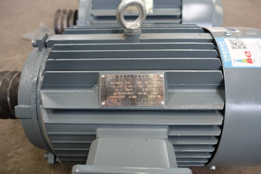 陕汽15吨散装饲料车绞龙电机