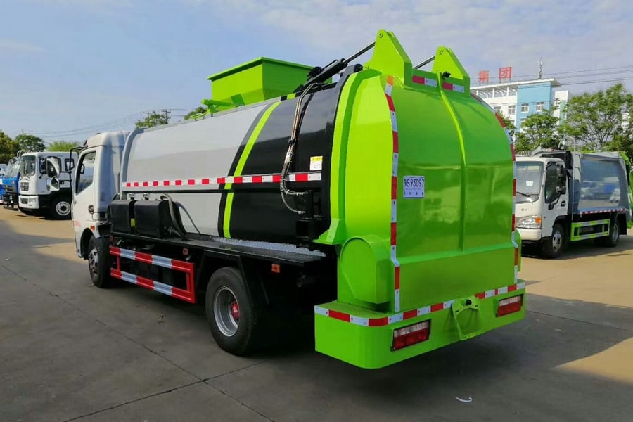 国六5吨餐厨垃圾车左后侧图片