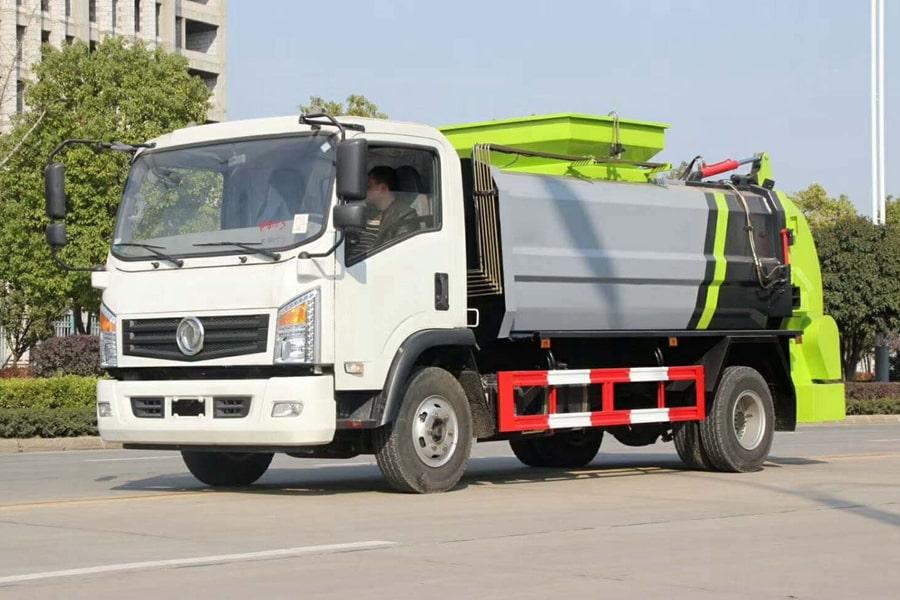 东风8吨餐厨垃圾车左前侧图片