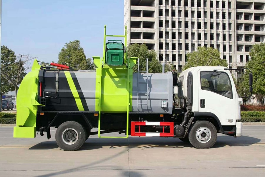 东风8吨餐厨垃圾车右侧图片