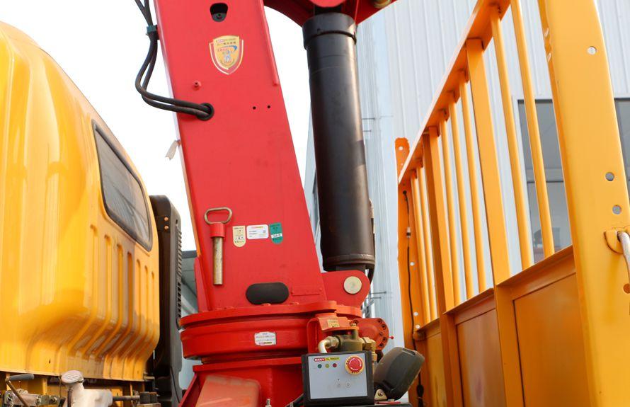 东风特商三一7吨吊机液压油缸图片