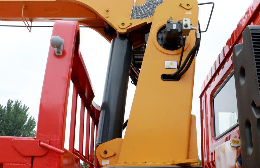 东风8吨双联泵随车吊液压油缸图片