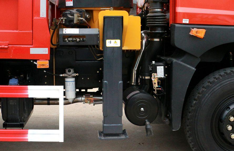 东风8吨双联泵随车吊方形液压支腿图片