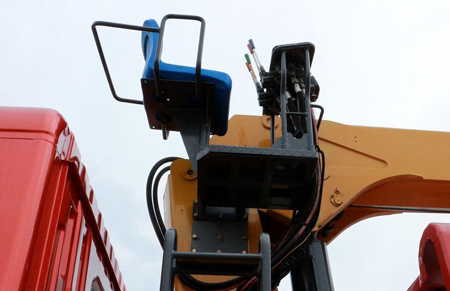 东风8吨双联泵随车吊高空座椅图片