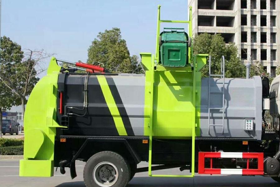 东风8吨餐厨垃圾车上装箱体右侧图片