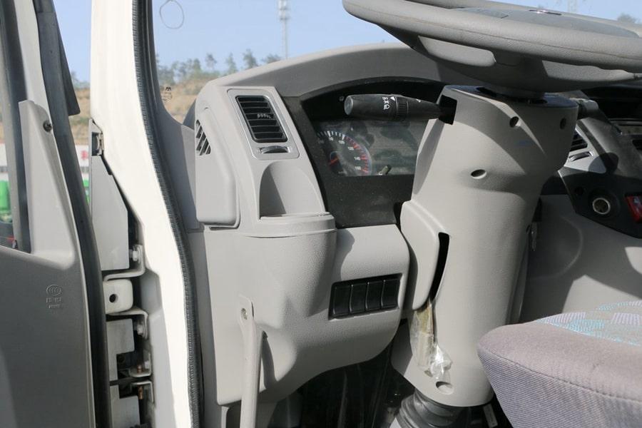 东风8吨餐厨垃圾车驾驶室图片