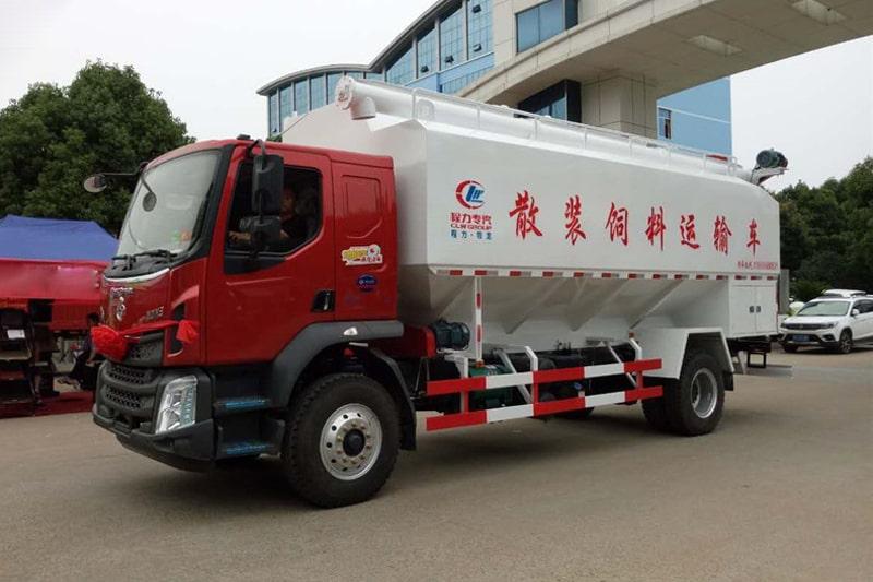 柳汽乘龙15吨散装饲料车左前侧45°视角