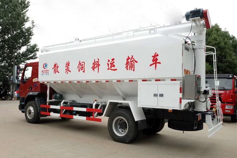 柳汽乘龙15吨散装饲料车左后侧45°视角