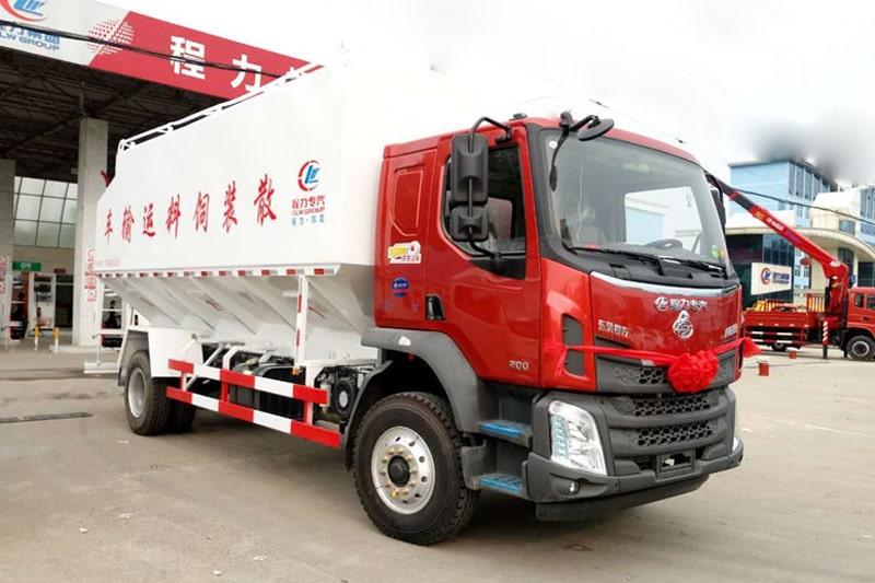 柳汽乘龙15吨散装饲料车右前侧45°视角