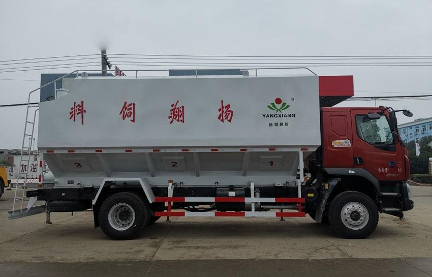 柳汽15吨散装饲料车右侧视角