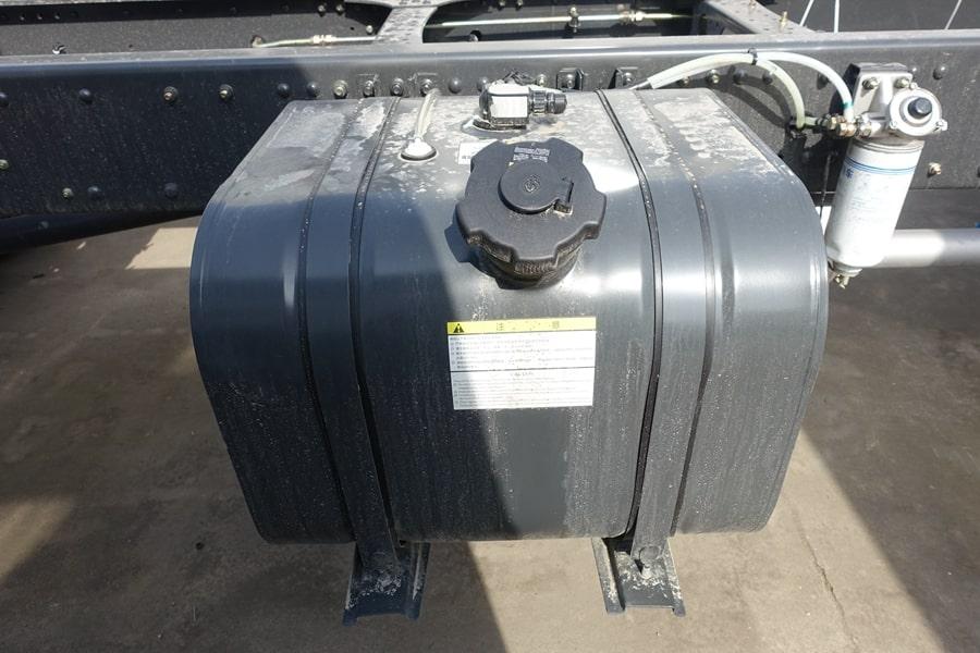 柳汽15吨散装饲料车油箱