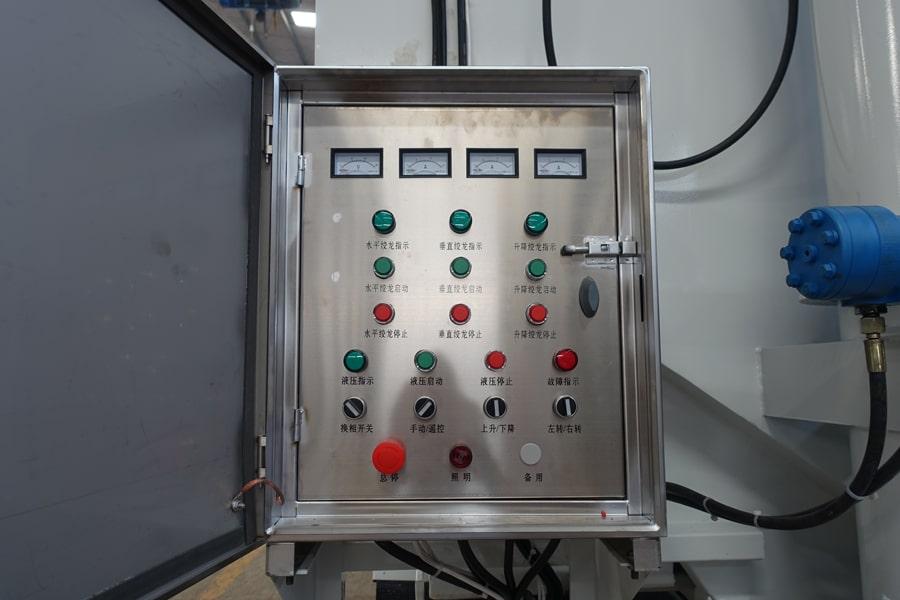 柳汽15吨散装饲料车电控箱
