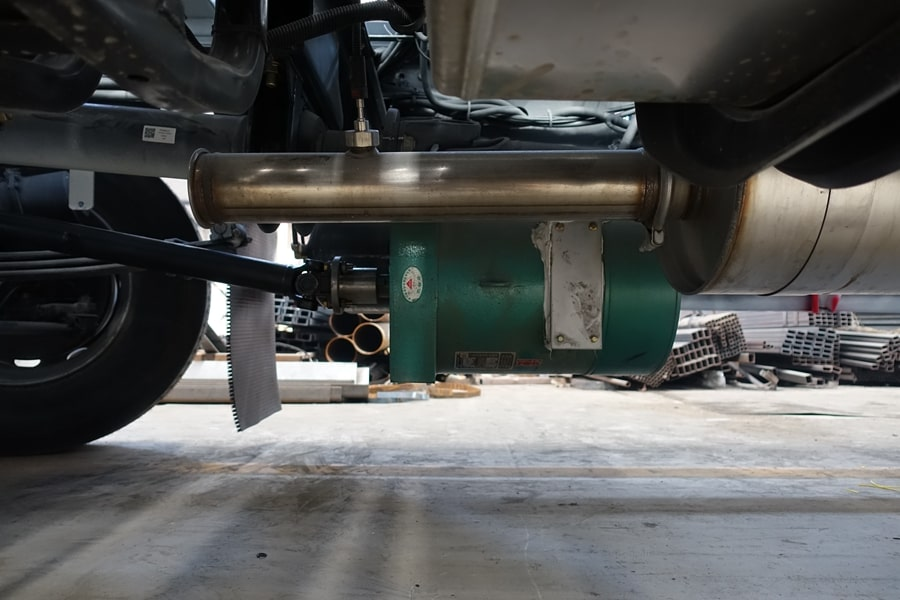 柳汽15吨散装饲料车发电机