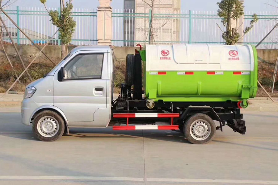 东风小康勾臂式垃圾车左侧图片