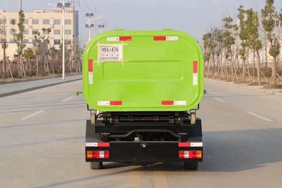 东风小康勾臂式垃圾车后侧图片