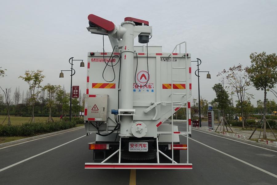 东风20吨散装饲料车后侧视角