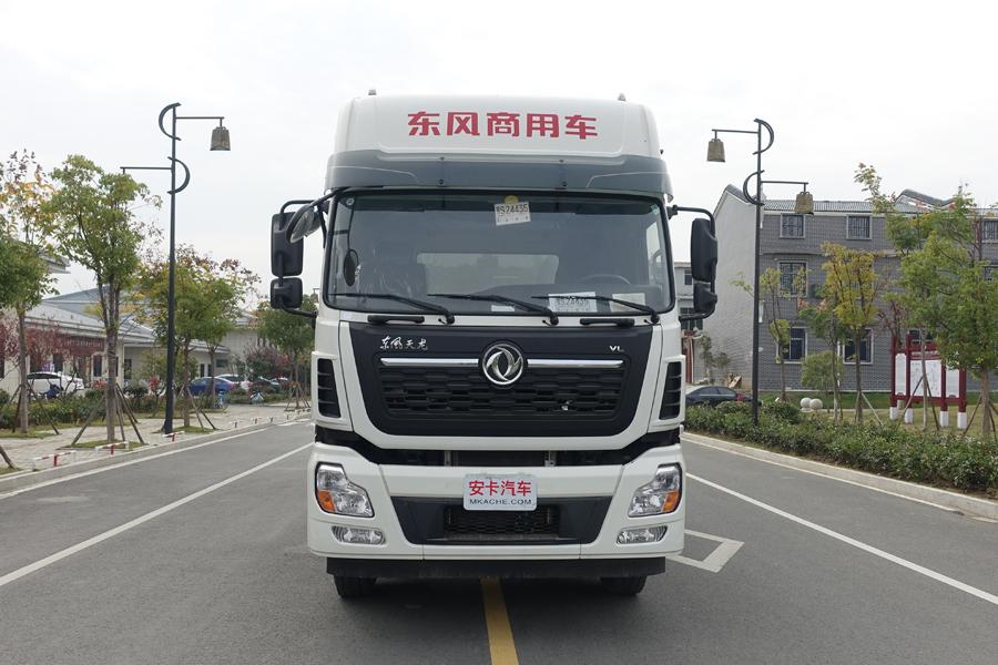 东风20吨散装饲料车正面视角