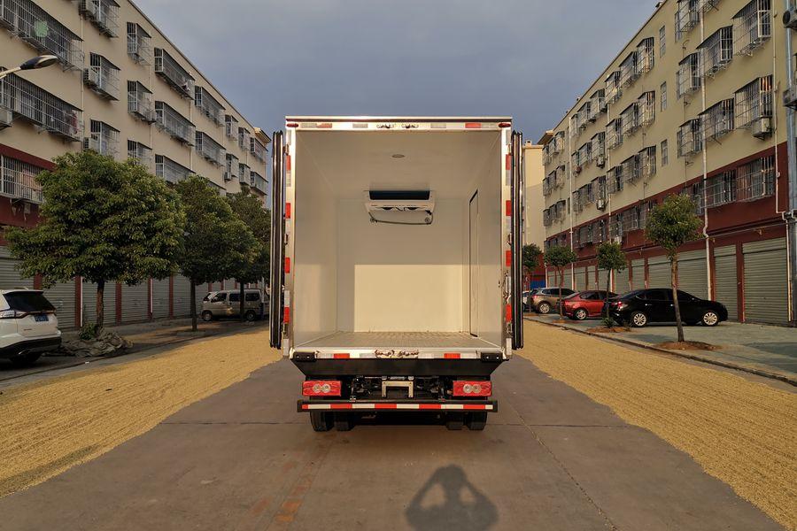 福田欧马可S3排半3.7米国六冷藏车厢体内图片
