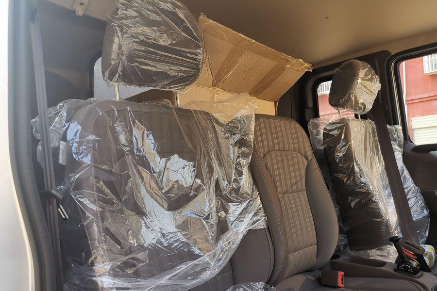福田欧马可S3排半3.7米国六冷藏车座椅图片