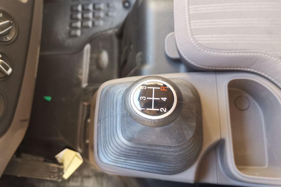 福田欧马可S3排半3.7米国六冷藏车5档变速箱图片