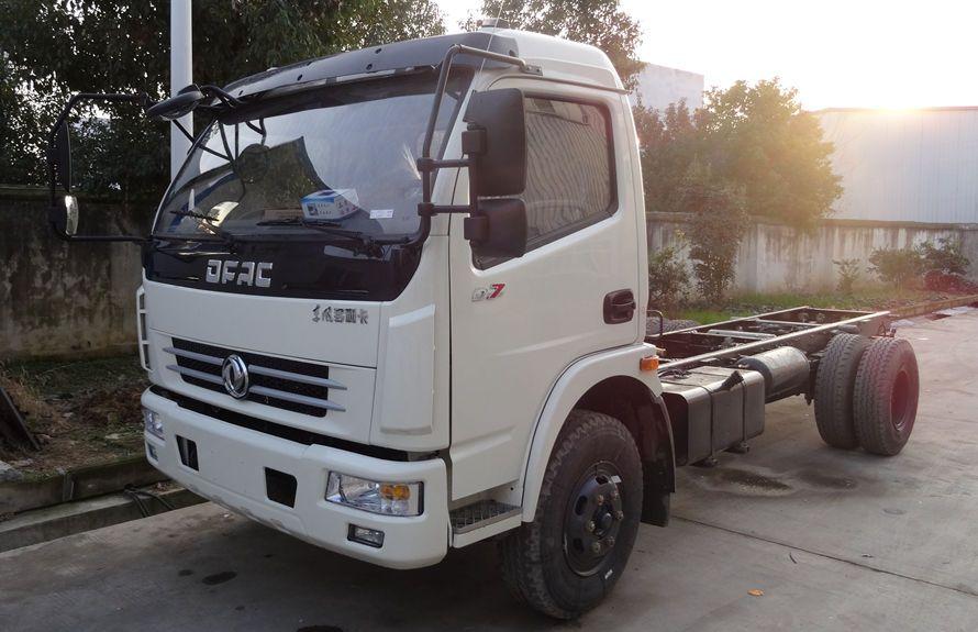 东风5吨自装卸式垃圾车底盘左前侧图片