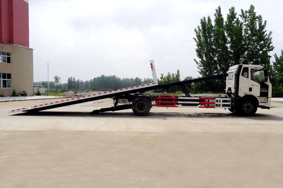 解放J6 8.2米平板清障车正侧方图片