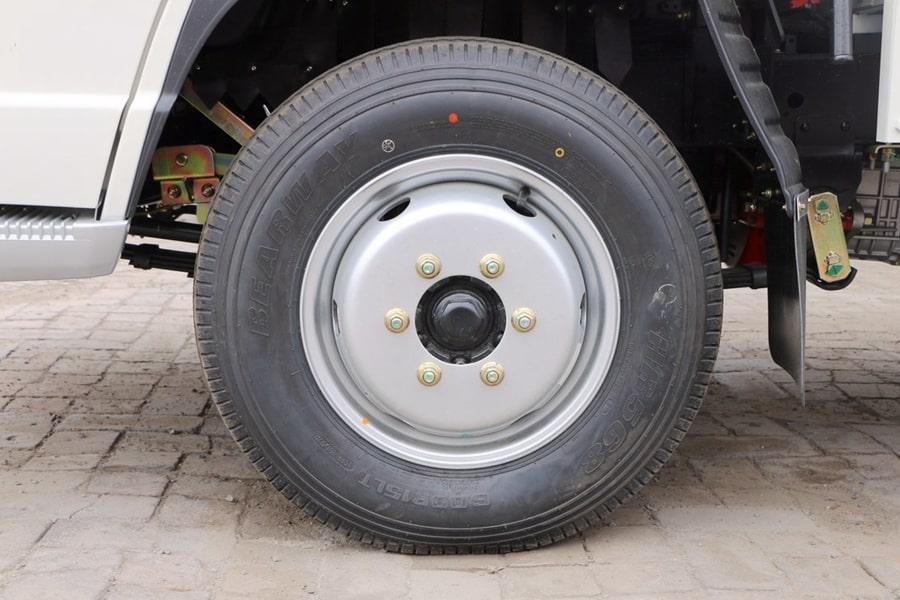 福田小卡桶装垃圾运输车轮胎图片