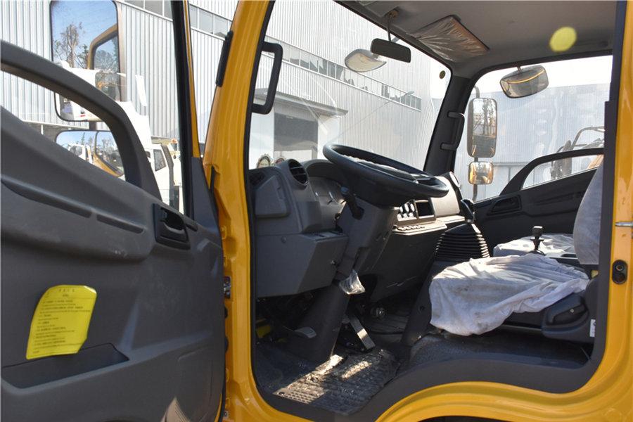 解放虎V5.6平板清障车驾驶室图片