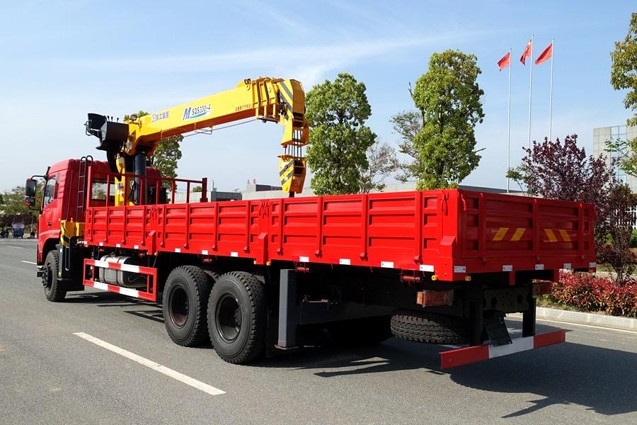 东风D3L12吨随车吊左侧车尾图片