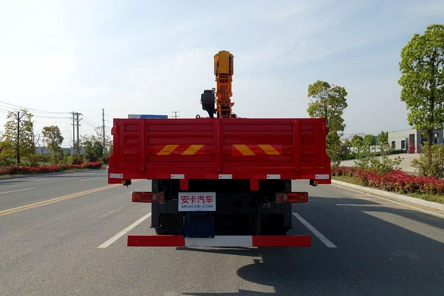 东风D3L12吨随车吊正车尾图片