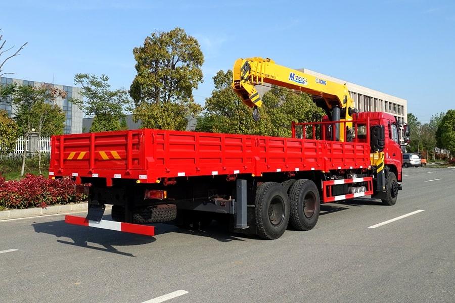 东风D3L12吨随车吊右侧车尾图片