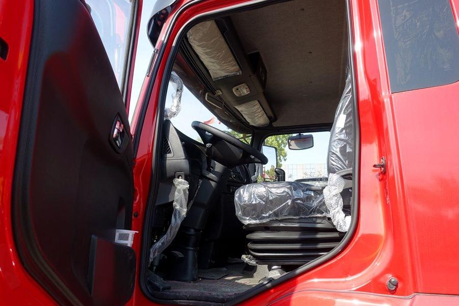 东风D3L12吨随车吊主驾驶室图片