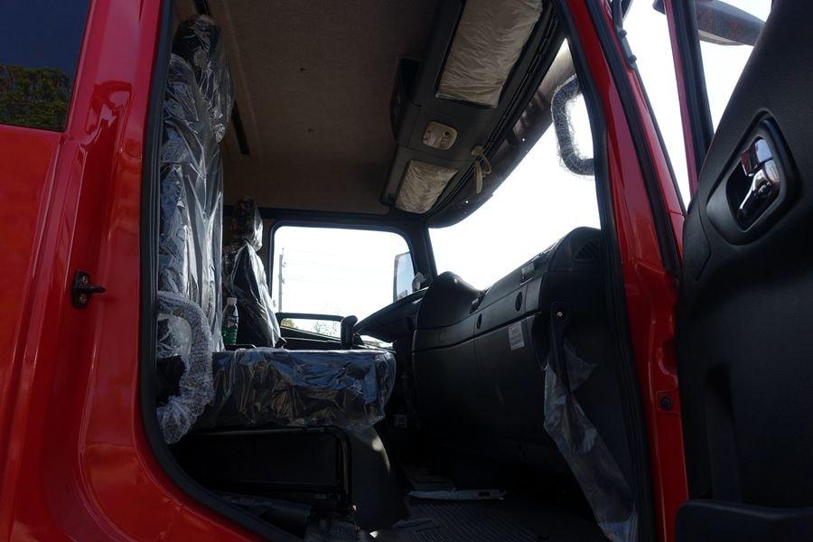 东风D3L12吨随车吊副驾驶室图片