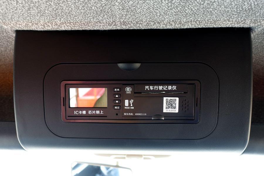 东风D3L12吨随车吊行车记录仪图片