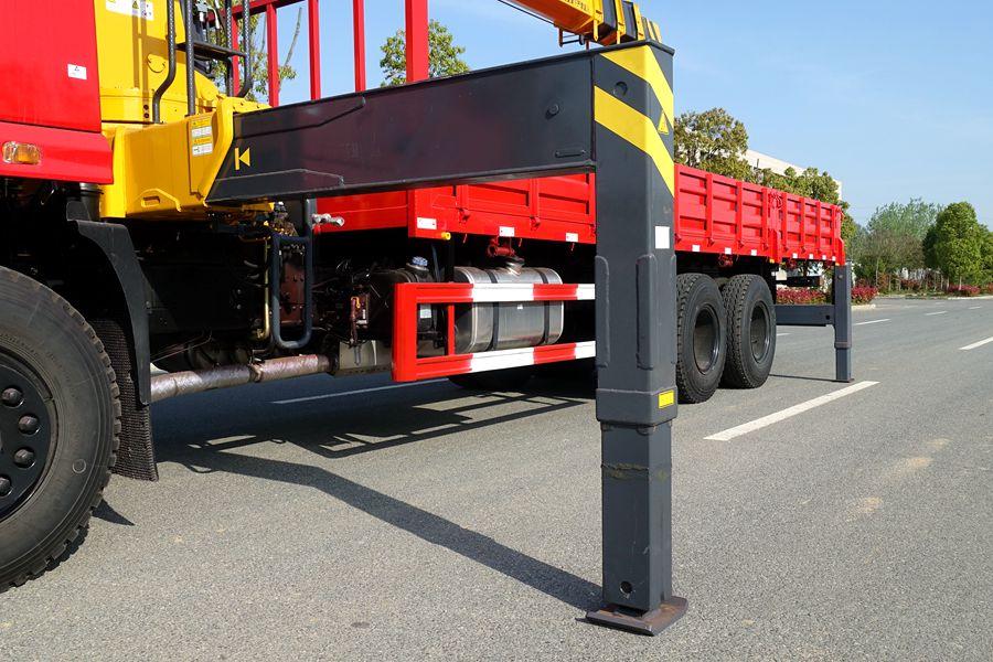 东风D3L12吨随车吊前液压支腿图片