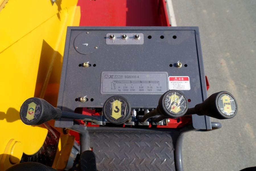 东风D3L12吨随车吊高空操作台图片
