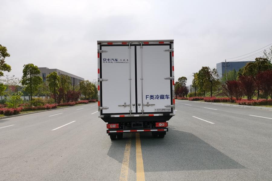 福田欧马可4.2米冷藏车正后图片